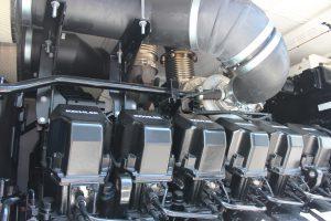 Das Aggregat verfügt über einen V12 Kohler Motor mit einem Hubraum von mehr als 62 Litern.
